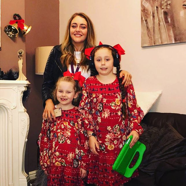 Naomi O'neill z córkami. 8-letnia Millie była prześladowana w szkole.