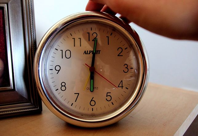 Zmiana czasu 2019 zbliża się wielkimi krokami. Czy w październiku ostatni raz przestawimy zegarki na czas zimowy?