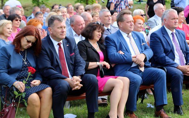 Wiceminister Jarosław Zieliński z żoną Lilianną podczas festynu w Lipniaku