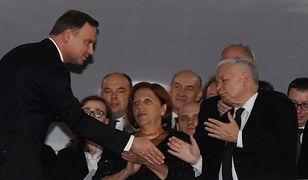 Barbara Skrzypek (w środku) to prawa ręka prezesa PiS