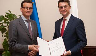 Tomasz Muller (na zdjęciu z premierem) przyznał, że nie rozumie obaw naukowców