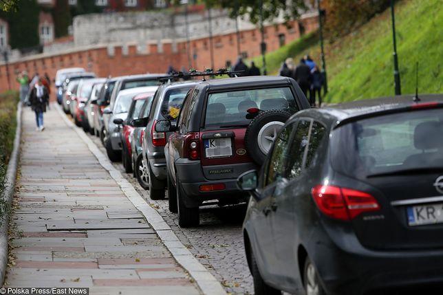 Kraków chce ułatwić parkowanie w centrum. Nowe przepisy uderzą w mieszkańców
