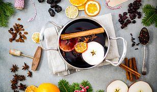 Pomarańcze, cytryny czy jabłka sprawią, że napój będzie miał przyjemny, słodkawy i jeszcze bardziej aromatyczny smak.
