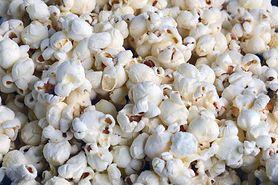 Popcorn prażony na oleju, z dodatkiem soli