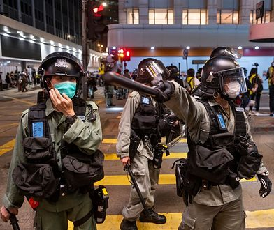 Chińska policja podczas protestów w Hongkongu.