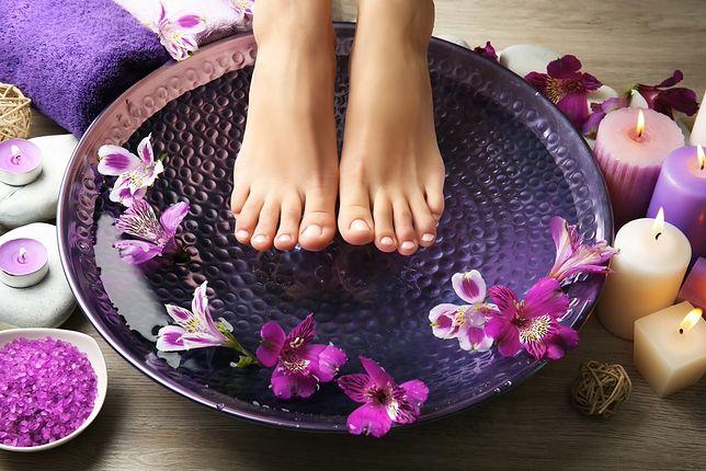 Odpowiednia pielęgnacja zniweluje problem nadpotliwości stóp