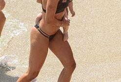 Lewandowska biega z córką po plaży. Wygląda świetnie w bikini