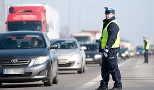 Policjanci zwrócą uwagę nie tylko na trzymanie telefonu przy uchu, ale również na pisanie sms-ów