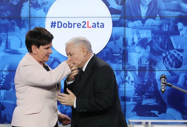 Jarosław Kaczyński i Beata Szydło podczas wspólnej konferencji prasowej nt. dwóch lat rządów PiS