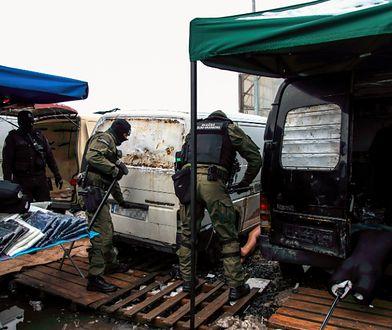 Uzbrojeni funkcjonariusze wkroczyli do Wólki Kosowskiej