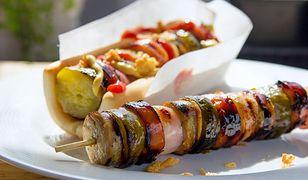 Grillowane szaszłyki z ogórkiem, miodem i białą kiełbasą