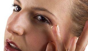 Krem pod oczy z retinolem zmniejszy widoczność zmarszczek
