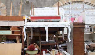 Kopalniami skarbów, pełnymi oryginalnych używanych mebli, bibelotów i pamiątek z przeszłości, są bazary i targi staroci
