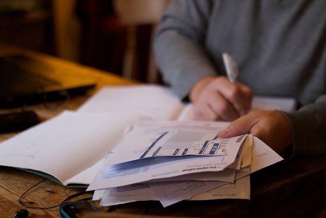 Pracownicy Twojej Telekomunikacji podsuwali do podpisania umowy, a potem zostawiali klientów z wyższymi rachunkami.