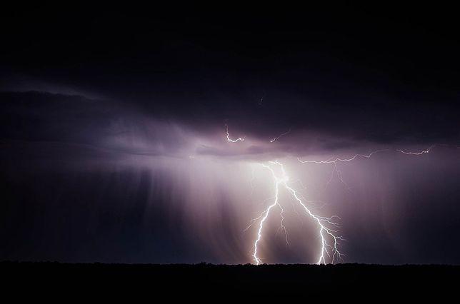 W nocy przez Polskę przejdą burze. Na radarze burz możesz sprawdzić, gdzie jest burza