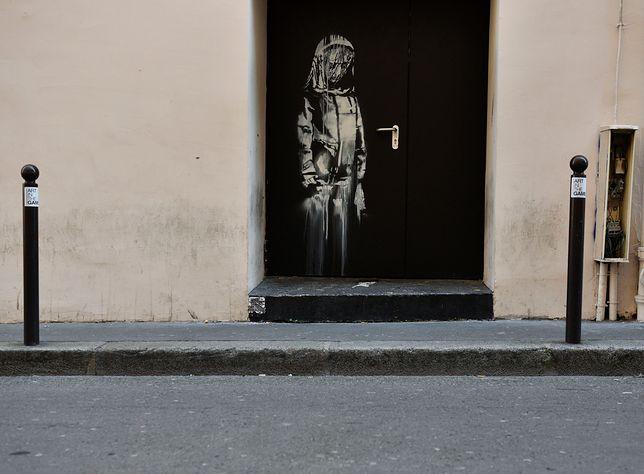 Paryż: skradziono dzieło Banksy'ego. Razem z drzwiami z sali koncertowej Bataclan
