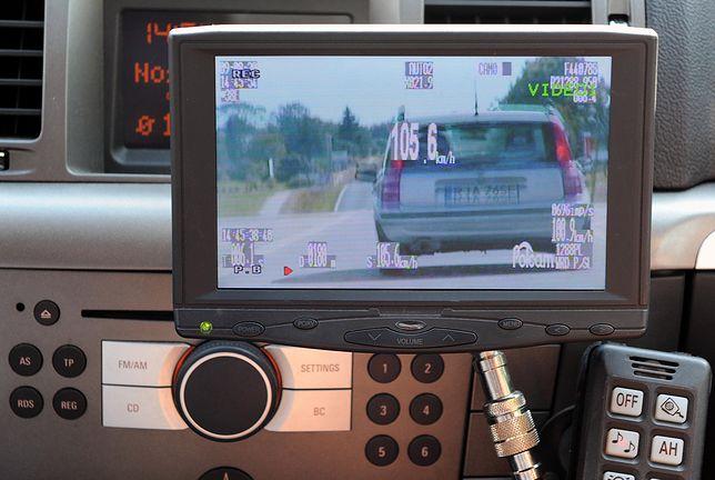 Policja kupuje 140 nieoznakowanych radiowozów z wideorejestratorami. Kto wygra przetarg?