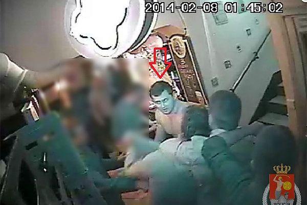 Uderzył kuflem mężczyznę w twarz. Czy ktoś go rozpoznaje?