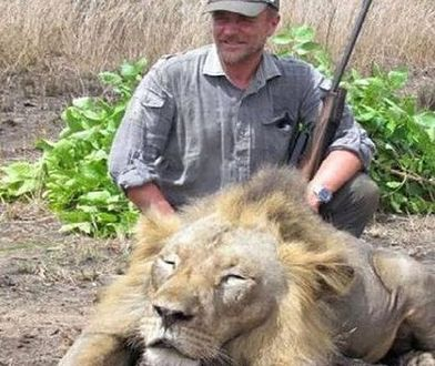 Myśliwy, który pozował z zabitym lwem, sam zginął podczas polowania
