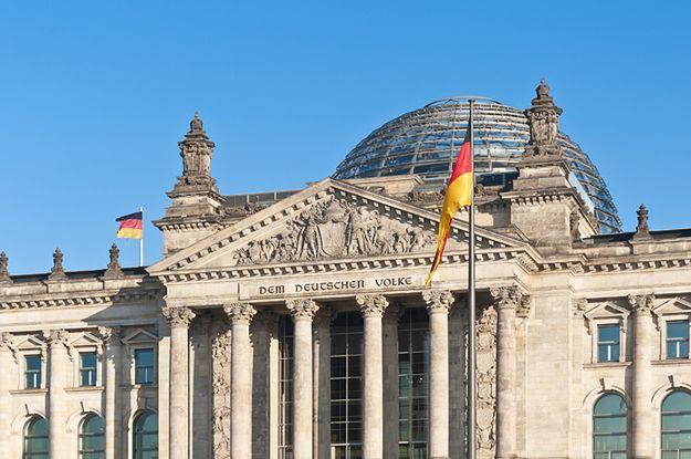 Bundestag ofiarą hakerów. Cyberatak trwa