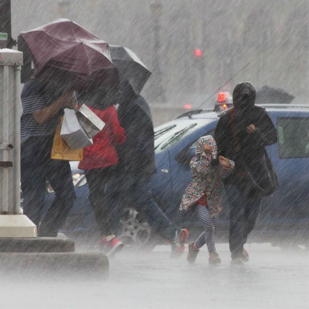 Synoptycy ostrzegają: nadciągają silne ulewy, grożą nam podtopienia