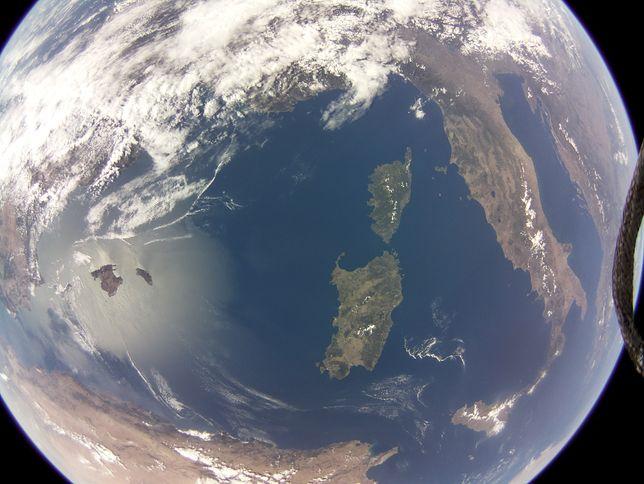 Ziemia z kosmosu na zdjęciu z kamery z Raspberry Pi