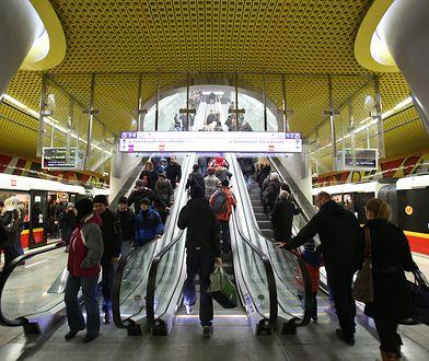 Metro. Awaria łącznika na stacji Świętokrzyska usunięta
