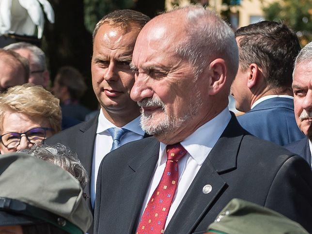 Antoni Macierewicz przyznał zaufanemu szefowi SKW Piotrowi Bączkowi dodatkowe pieniądze na wydatki reprezentacyjne