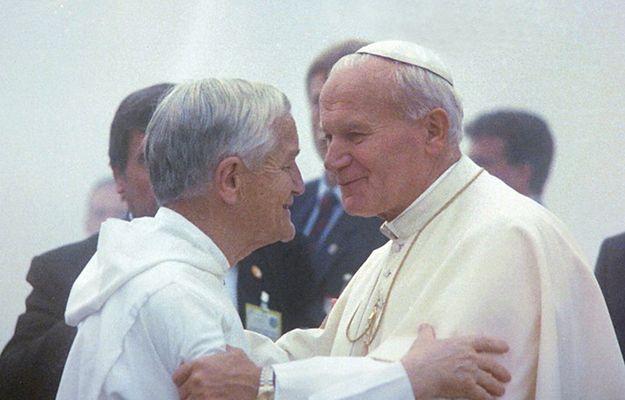 Brat Roger Schutz podczas spotkania z Janem Pawłem II w Taize w 1986 r.