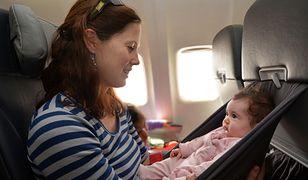 Ty też narzekasz na dzieci płaczące w samolocie? Ta kobieta cię zawstydzi