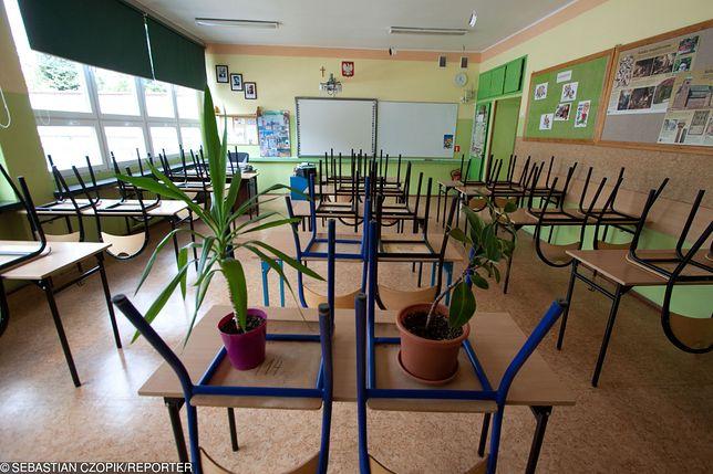 Rozpoczęcie roku szkolnego w Monikiach wisi na włosku. Tylko 11 uczniów, brakuje dyrektora