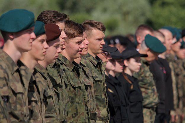 Klas wojskowych nie będzie? MEN nie zrealizuje planów Macierewicza