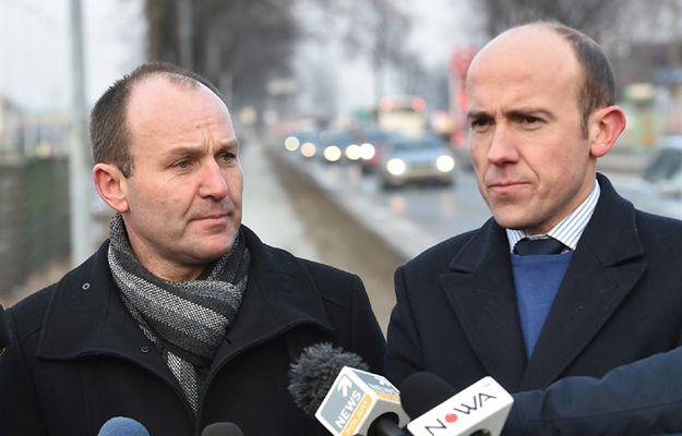 """Posłowie PO i Nowoczesnej zapowiadają pomoc kierowcy fiata seicento. """"On twierdzi, że nie przyznał się do winy"""""""