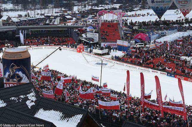 Skoki Narciarskie w Zakopanem - bez muzyki i dopingu podczas sobotniego konkursu na Wielkiej Krokwi.