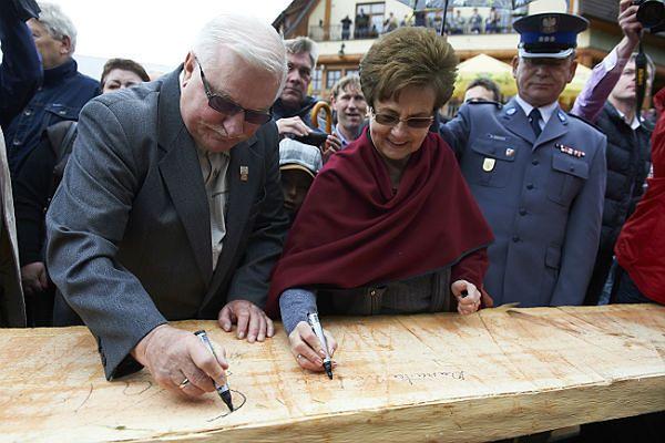 Były prezydent RP Lech Wałęsa z żoną Danutą