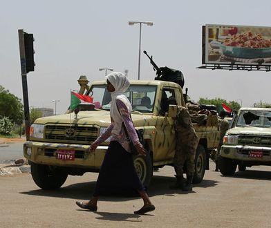 Członkowie milicji dżandżawidów w Chartumie, stolicy Sudanu