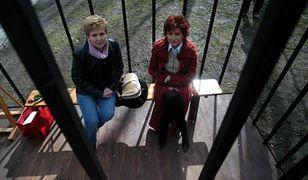 Grażyna Bukowska i Katarzyna Nazarewicz w klatce