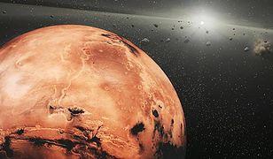 Mars wpływa na planetoidy odświeżając ich powierzchnie