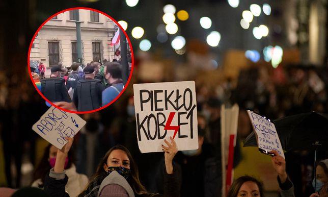Krakowska policja dołączyła do strajku kobiet