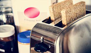 Wiele osób ma problem z tym, jak wyczyścić toster