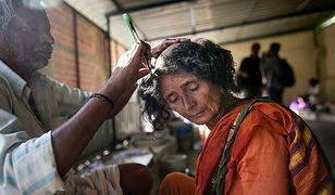 Kobiety golą głowy i oddają włosy na rzecz świątyni. Nie wiedzą, co dzieje się później