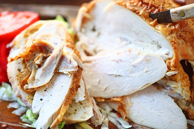 Dieta na rzeźbę powinna dostarczać pełnowartościowego białka