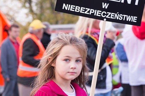 """""""Nie damy się zabić""""! Mieszkańcy Radiowa walczą z górą śmieci"""
