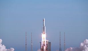 Chiny wystrzeliły potężną rakietę. Wyniosła w niebo statek kosmiczny