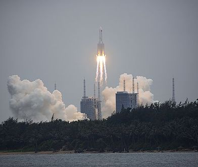 Chińska rakieta uderzyła w Ziemię. Wiadomo, gdzie spadła