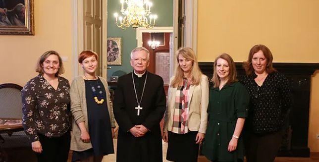 Joanna Adamik (pierwsza od prawej) była szefowa biura prasowego abp. Marka Jędraszewskiego