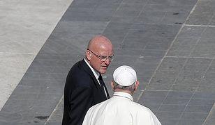 """Domenico Giani nazywany był """"aniołem stróżem papieża"""", ponieważ niemal zawsze stał u jego boku"""
