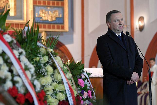 Oprócz Andrzeja Dudy, w uroczystościach pogrzebowych biorą także udział politycy PiS