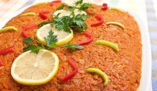"""Jak zrobić rybę po grecku w wersji wege? Postaw na """"selerybę""""."""