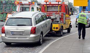 Poznań: Ponad 30 aut odholowanych z powodu proceji Bożego Ciała